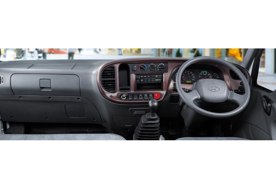 Hyundai HD65 Dry Box Van with Powergate - Commercial